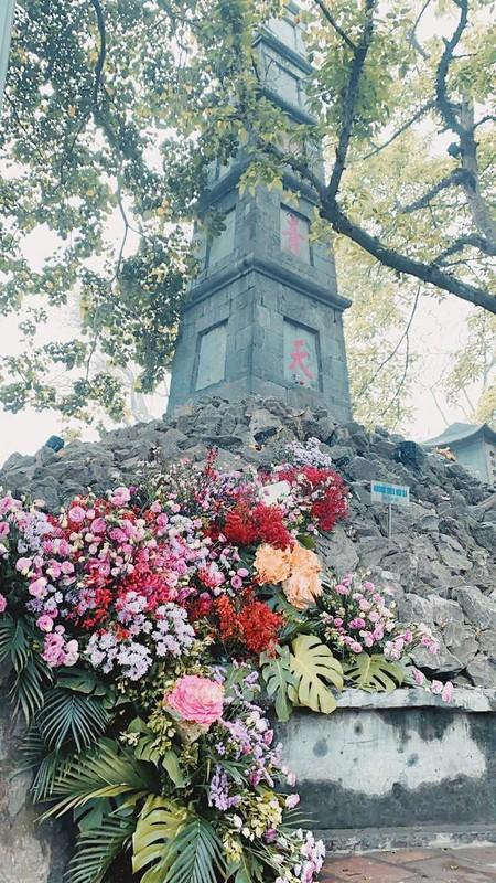 Hang loat cot den Ha Noi no hoa chao mung Quoc te Phu nu-Hinh-7