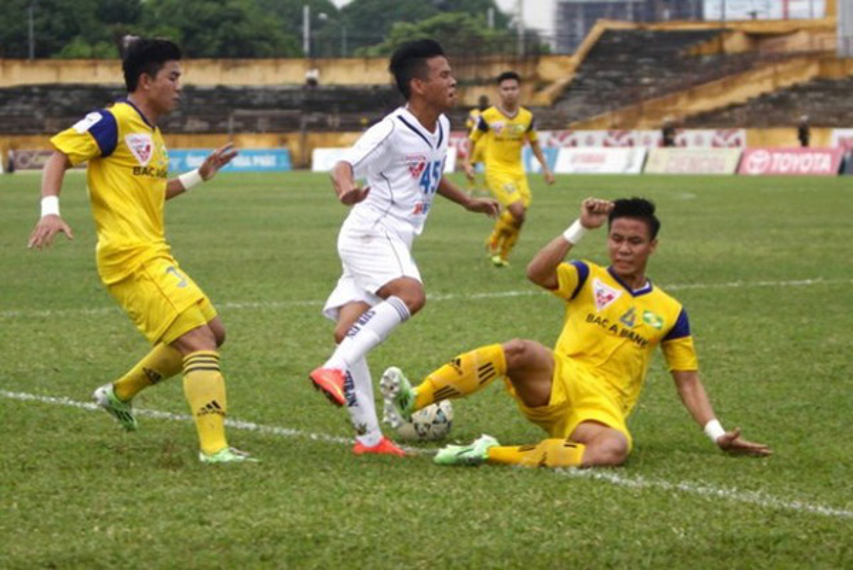 Truoc Do Hung Dung, V-League tung chung kien bao vu gay chan?-Hinh-10