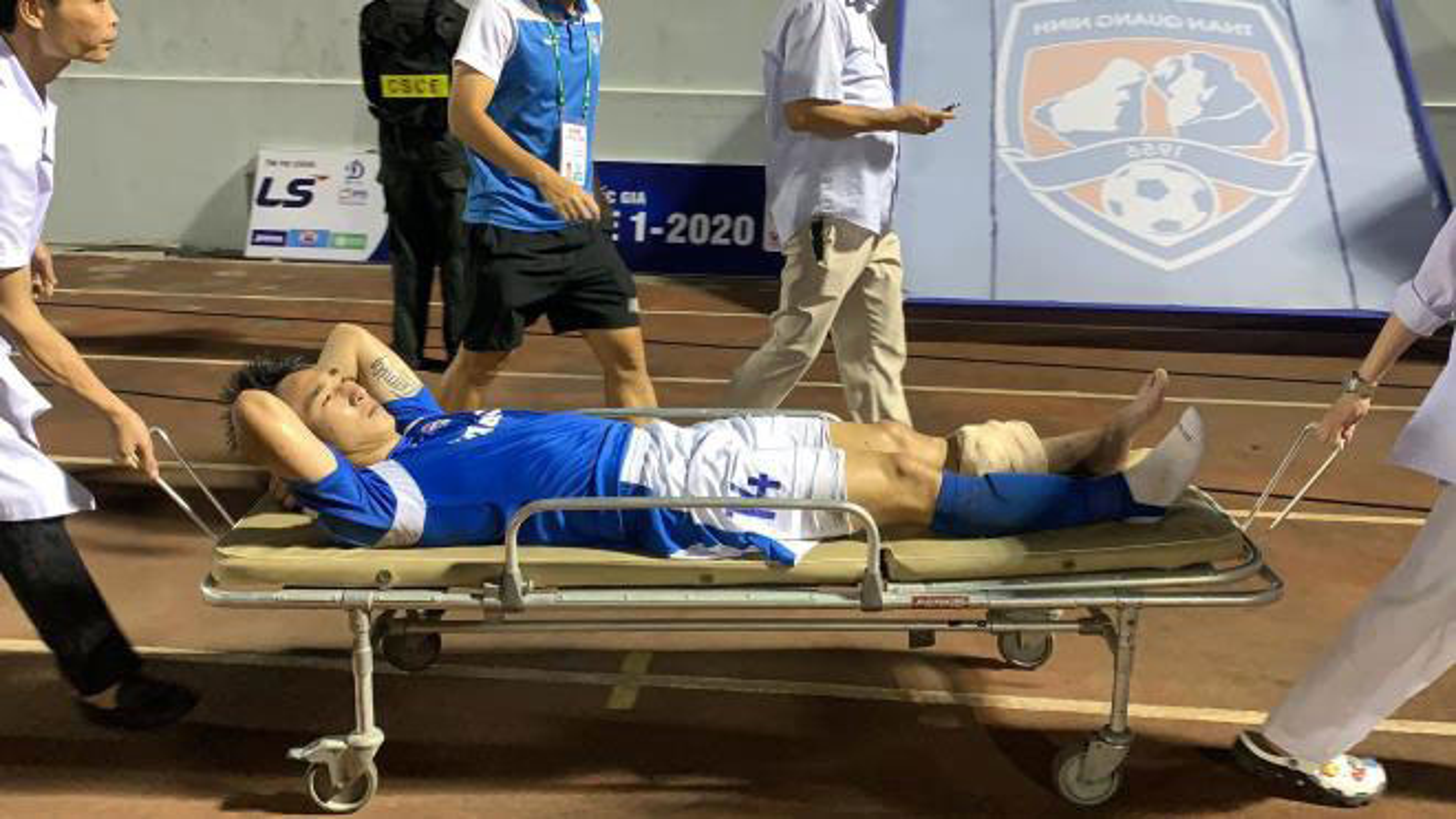 Truoc Do Hung Dung, V-League tung chung kien bao vu gay chan?-Hinh-5