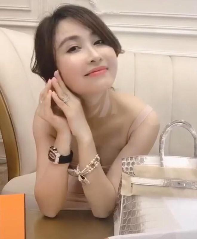 Tay om ca boc tien, vo hai Minh Nhua bi netizen bat loi dieu nay-Hinh-9