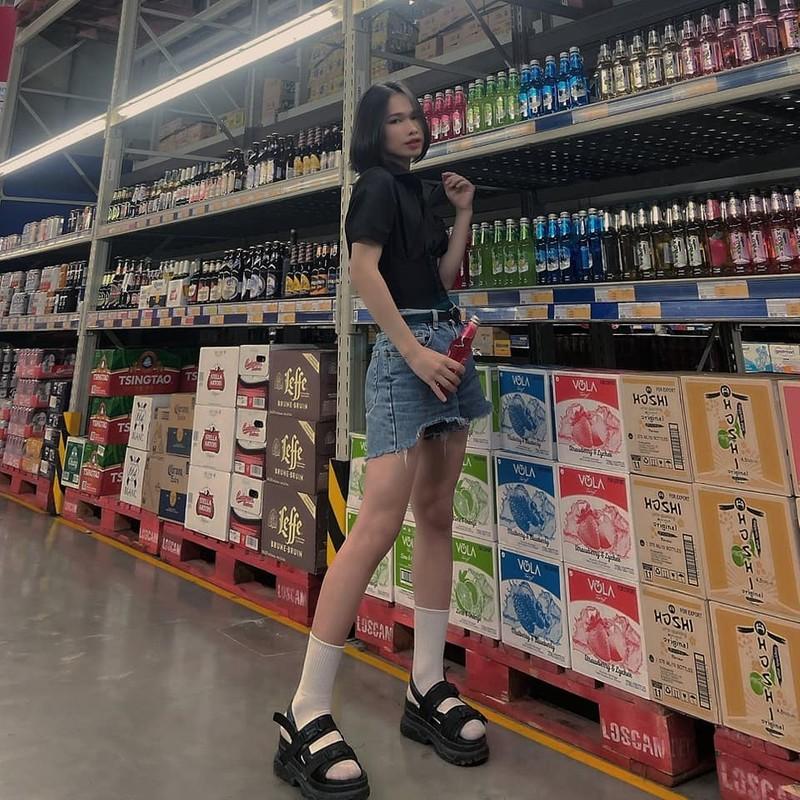 Ladyboy khoe vong 3 phan cam, netizen phan ung quyet liet-Hinh-2