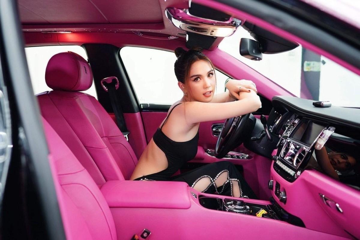 """Khoe siêu xe triệu USD, """"nữ hoàng nội y"""" bị netizen soi điều này"""