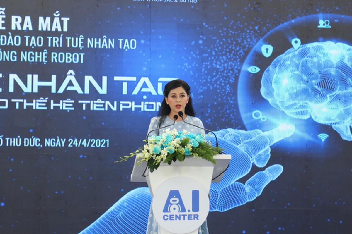 Tuoi 51, nhan sac me rich kid Tien Nguyen khien netizen
