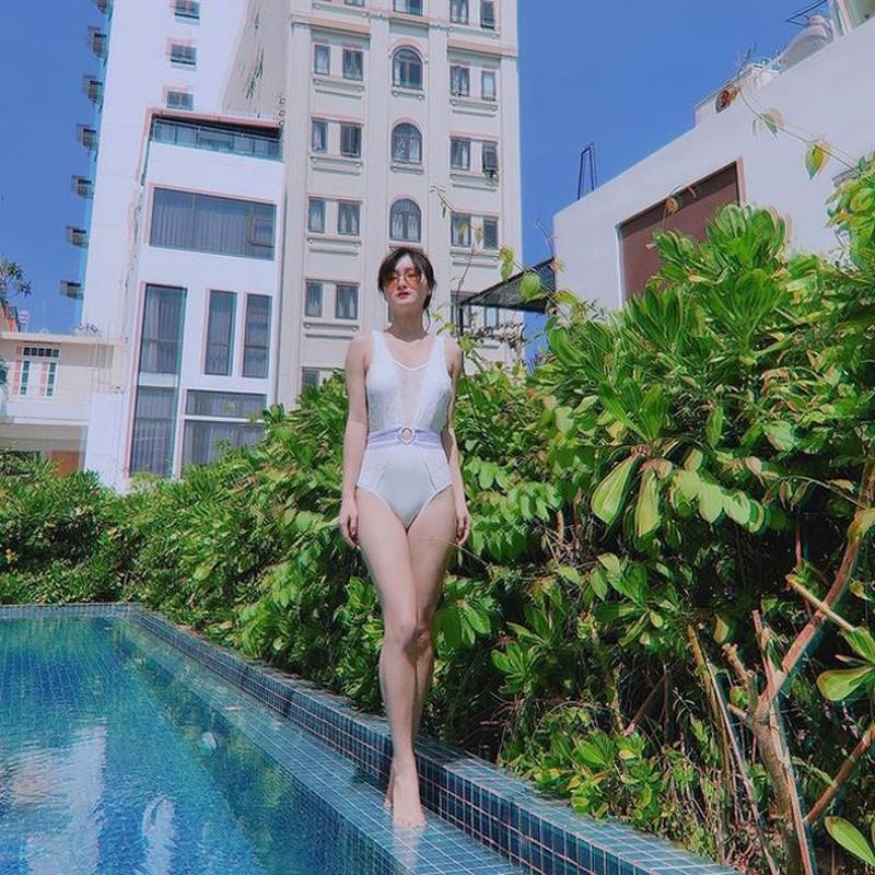 Hoi gai xinh yeu cau thu Viet khoe dang nong bong voi bikini-Hinh-2