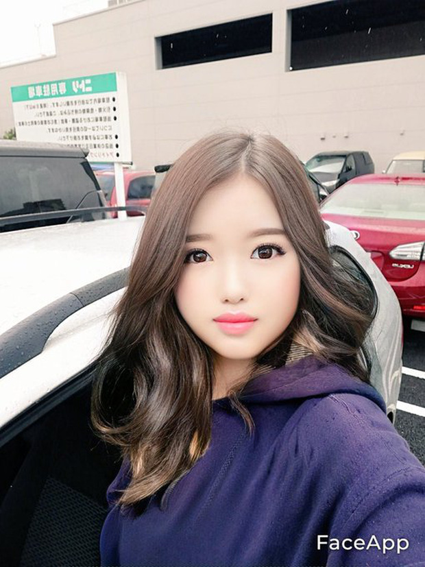 Dung FaceApp, ong chu tuoi 50 bien thanh hot girl gay sot mang-Hinh-3