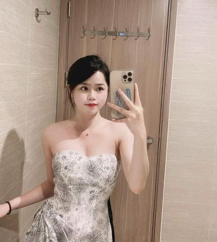 Mac quan bo sat, ban gai cu Quang Hai khoe 3 vong chuan chi-Hinh-6