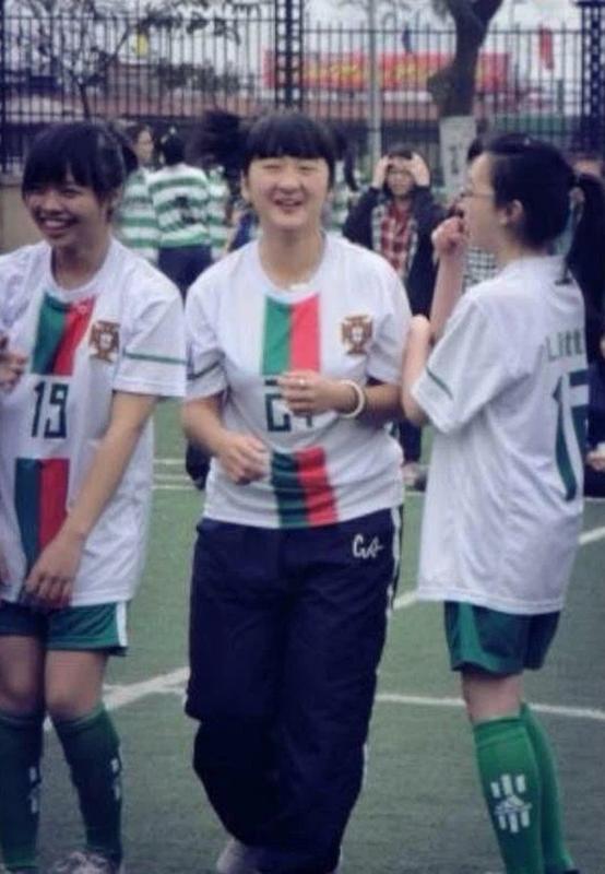 Nu tiep vien hang khong lo voc dang ngay chua giam can gay choang-Hinh-4
