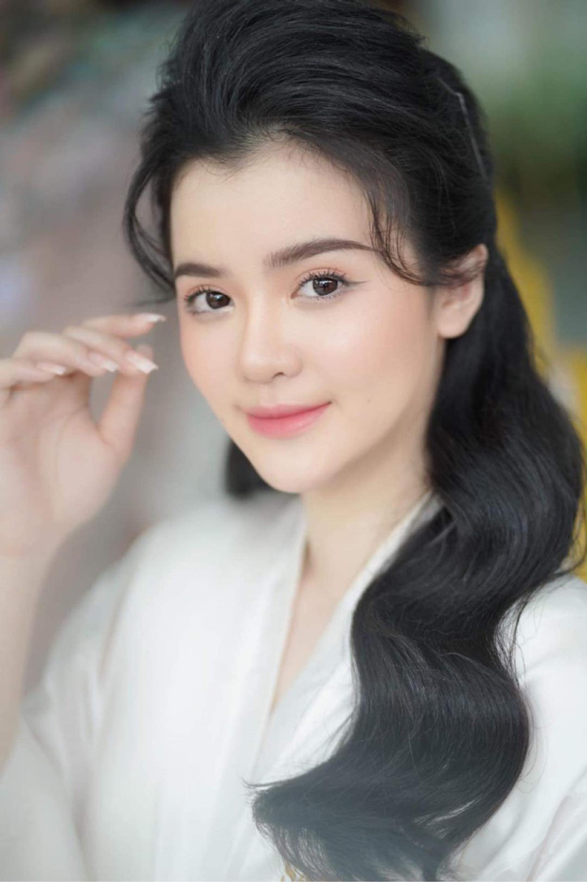 Netizen xon xao Fcebook con dau