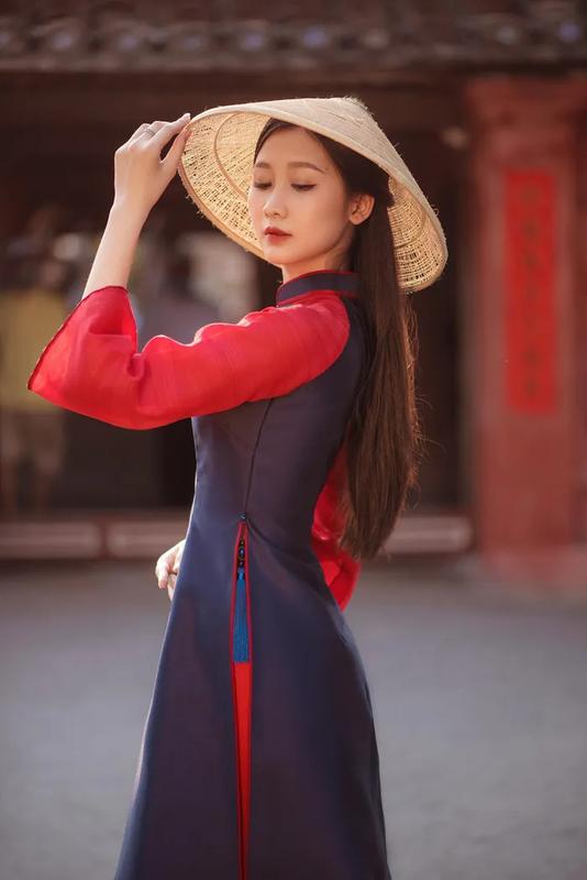 Dien ao dai, A khoi Dai hoc Hue khien netizen ngam hoai khong chan-Hinh-2