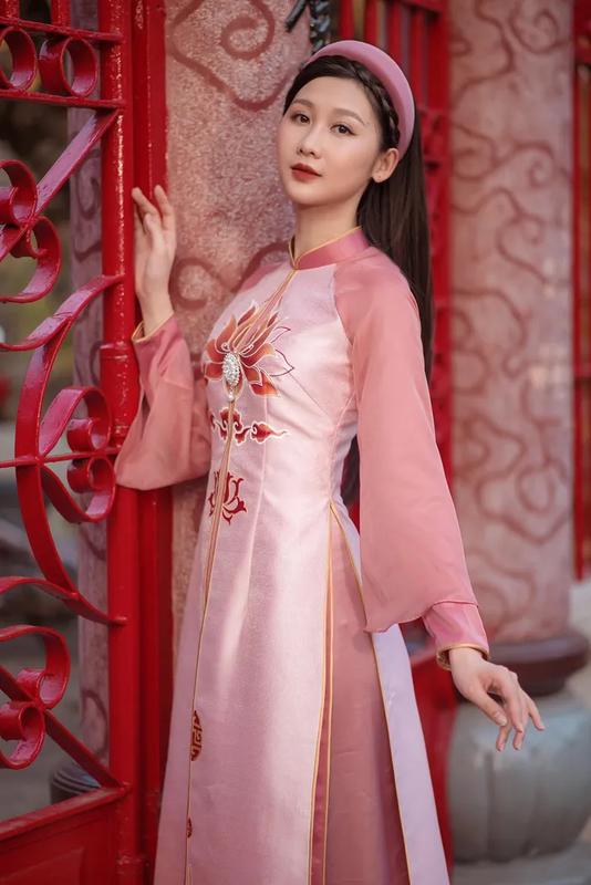 Dien ao dai, A khoi Dai hoc Hue khien netizen ngam hoai khong chan-Hinh-6