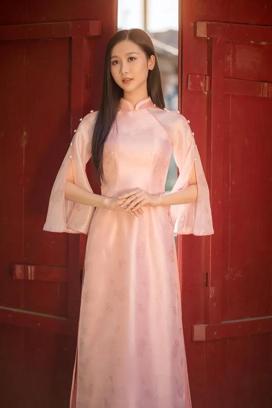 Dien ao dai, A khoi Dai hoc Hue khien netizen ngam hoai khong chan-Hinh-7