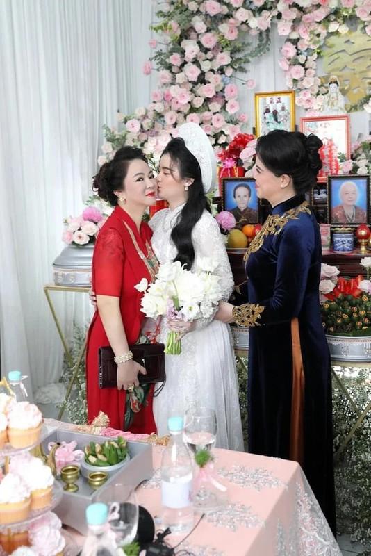 Pho truong su giau co, con dau ba Phuong Hang khien netizen lac mat