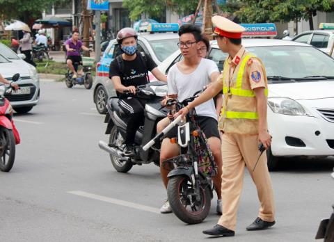 Vi pham luat giao thong, 3 hoc sinh nhan hinh phat cuc ba dao-Hinh-10