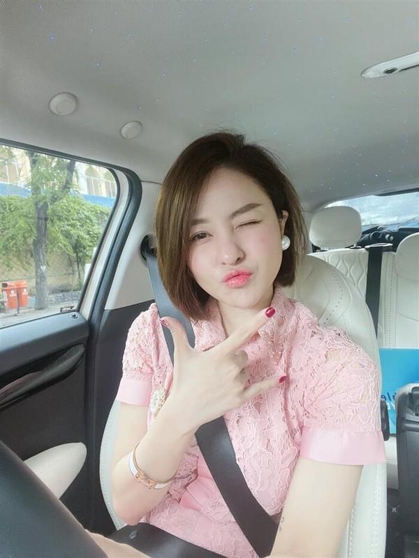 Dang anh cuc gat ve dan ong, hot girl Tram Anh gay sot-Hinh-4