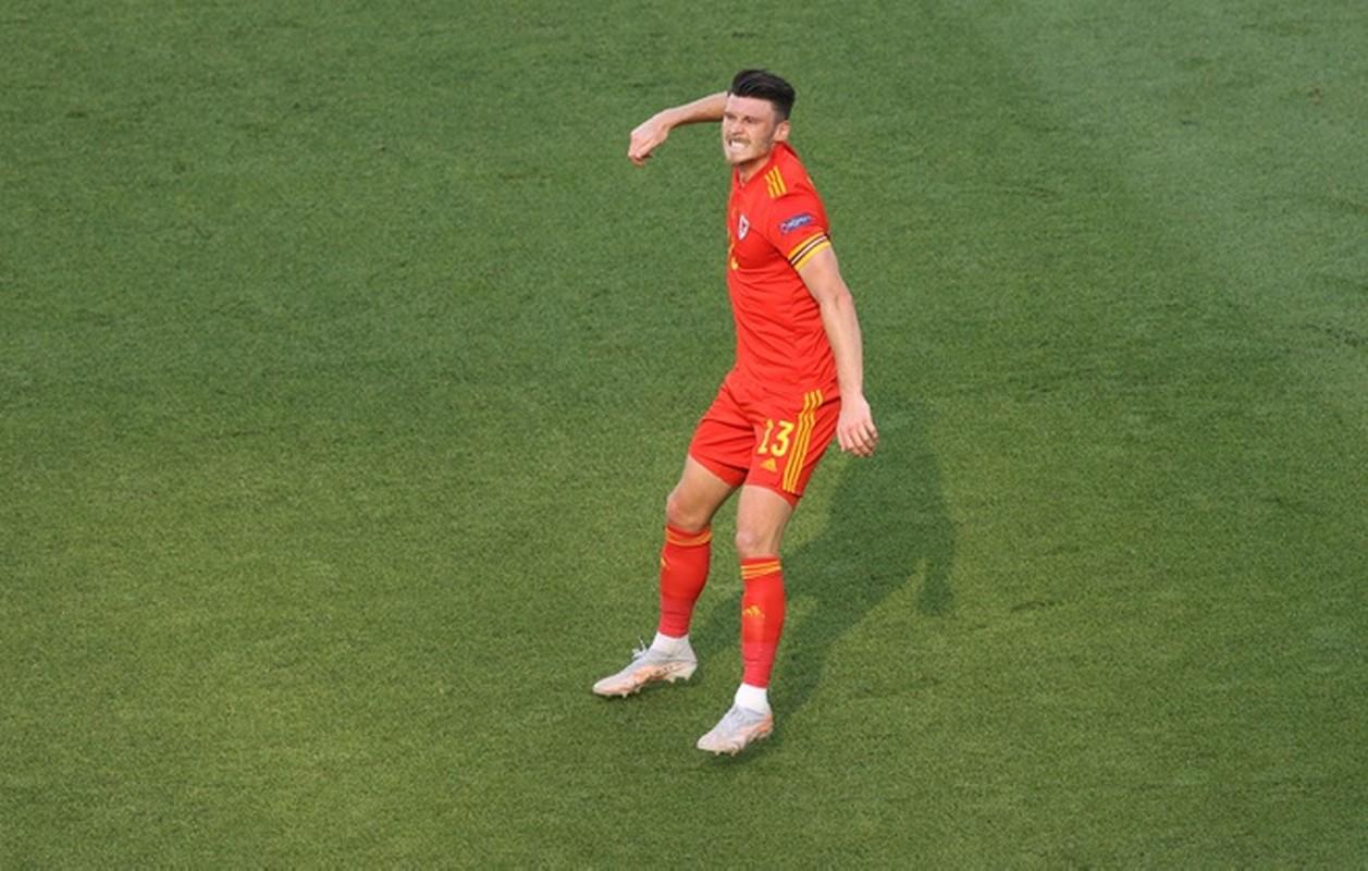 VCK EURO 2020: Choi hay, Thuy Si hoa dang tiec voi Xu Wales-Hinh-12