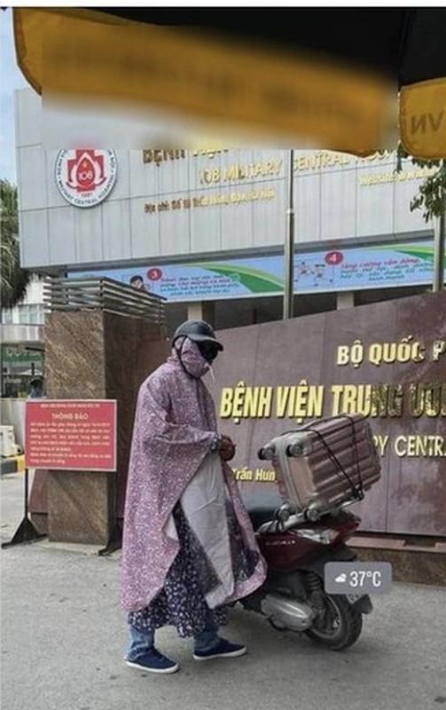 Mac ao mua giua ngay nang, anh chong dua vo di benh vien gay bao-Hinh-3