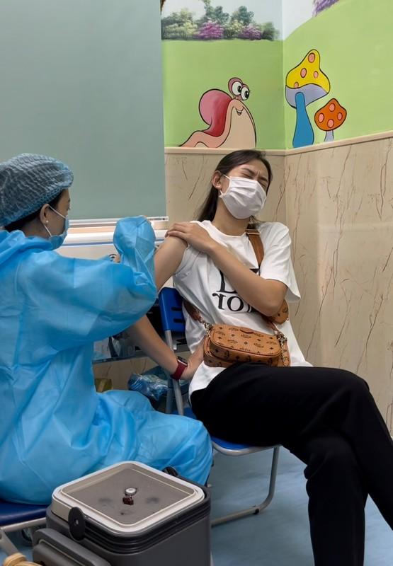 """Netizen cười """"ná thở"""" với loạt biểu cảm cực khó đỡ khi tiêm phòng"""