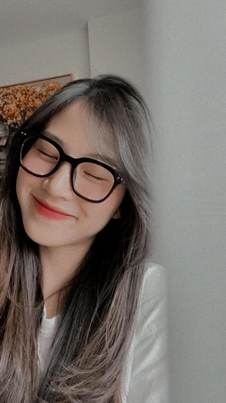 Gai xinh xuat hien chung livestream voi co giao Minh Thu la ai?-Hinh-10