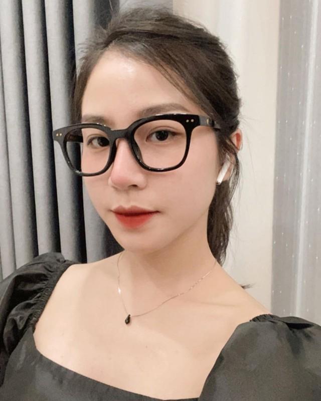 Gai xinh xuat hien chung livestream voi co giao Minh Thu la ai?-Hinh-3