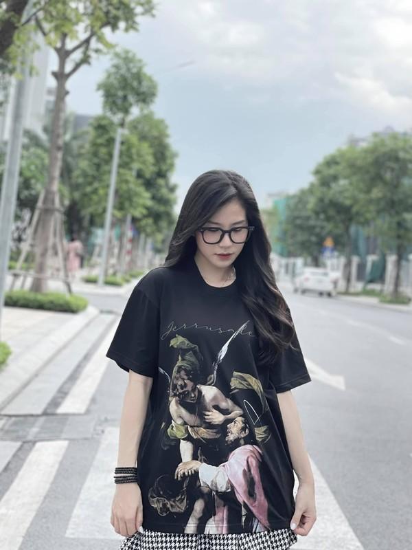 Gai xinh xuat hien chung livestream voi co giao Minh Thu la ai?-Hinh-8