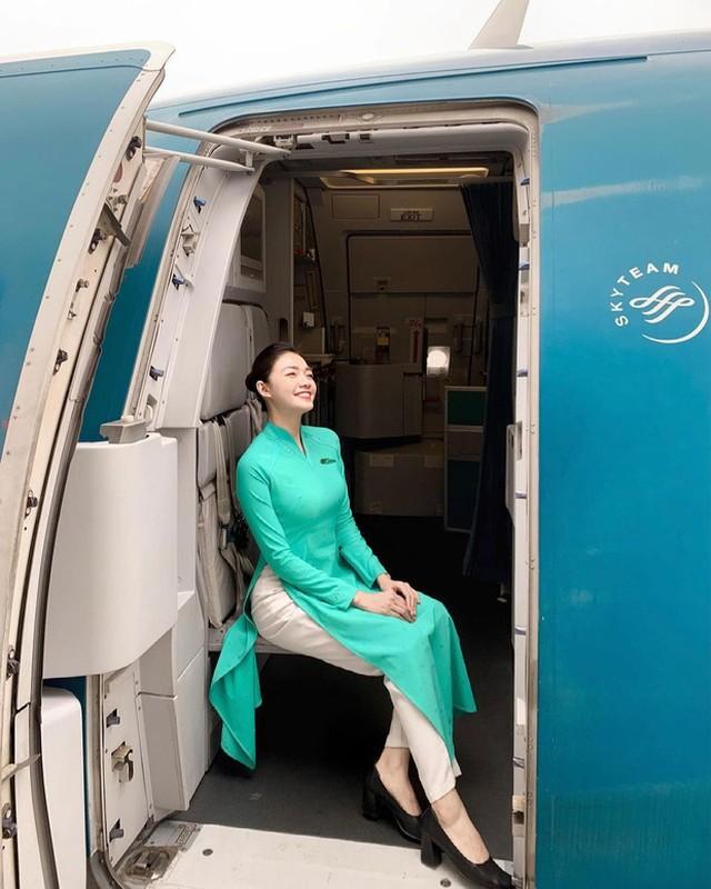 Đu trend tìm bồ 2021, hoa khôi tiếp viên hàng không gây bão