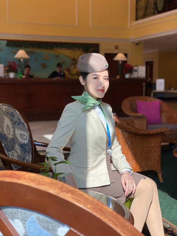 Nu tiep vien hang khong va nhom mai tang 0 dong o TP HCM-Hinh-5
