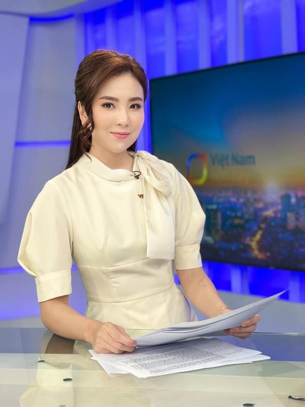 """""""MC dep nhat VTV"""" lo tu do o co quan, netizen"""