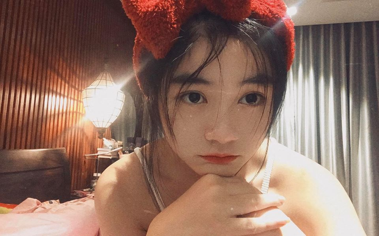 Tot nghiep dai hoc hot girl trieu followers khoe anh trai tang qua khung-Hinh-11