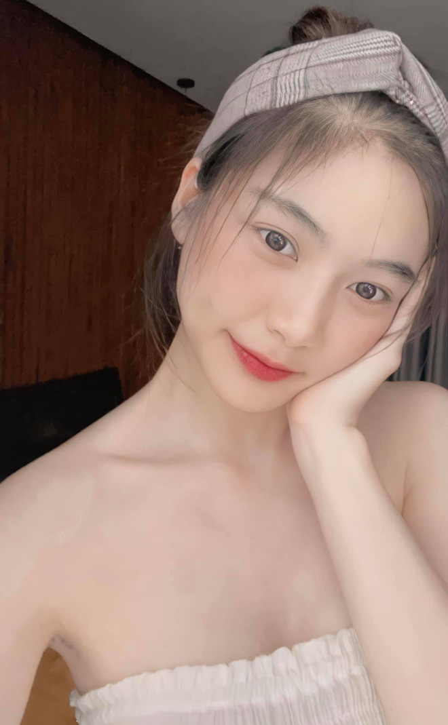 Tot nghiep dai hoc hot girl trieu followers khoe anh trai tang qua khung-Hinh-6