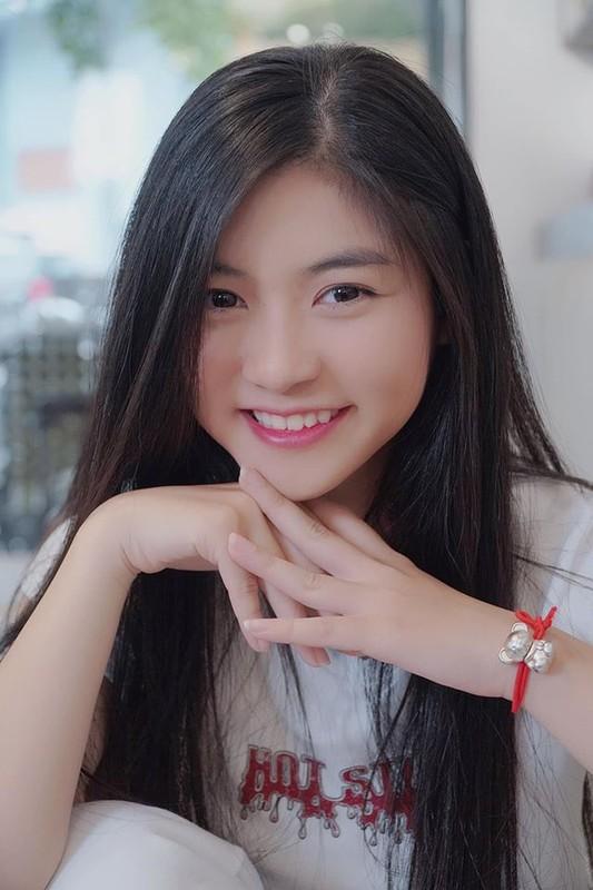 Tot nghiep dai hoc hot girl trieu followers khoe anh trai tang qua khung-Hinh-9