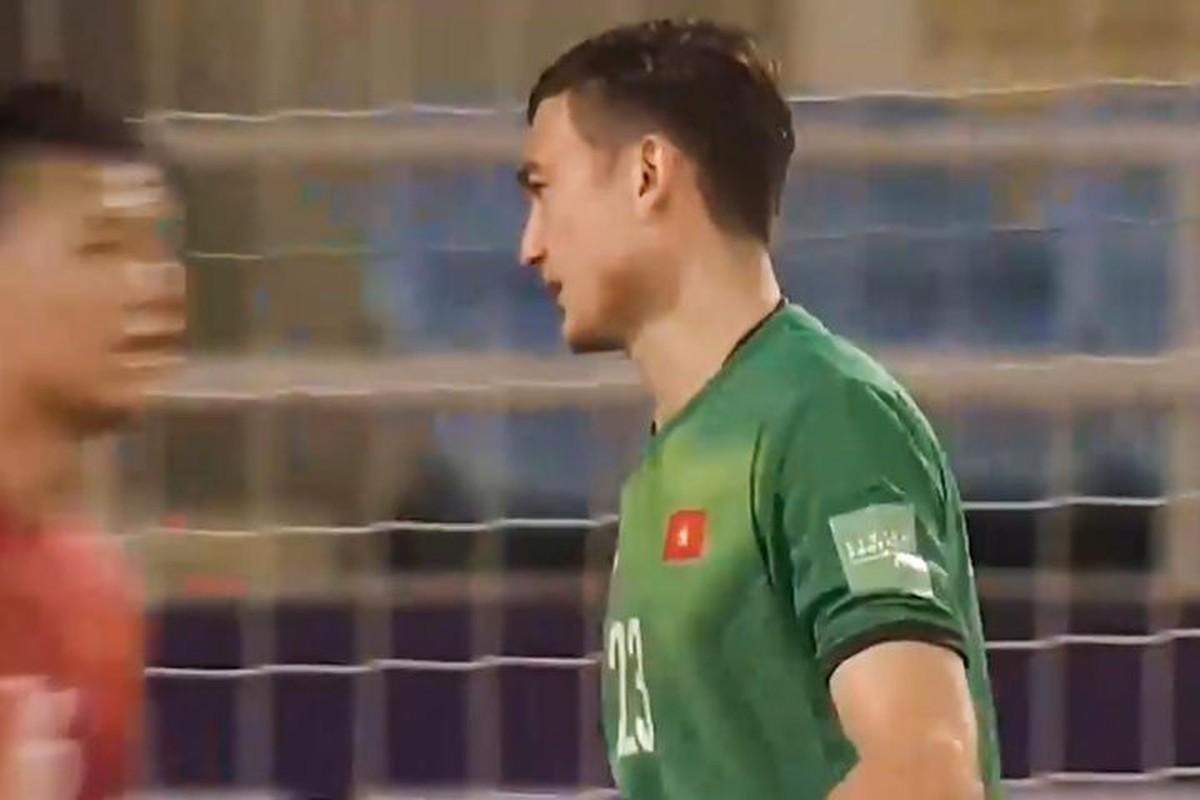 Doi tuyen Viet Nam thua Australia, bieu cam Dang Van Lam gay chu y-Hinh-11