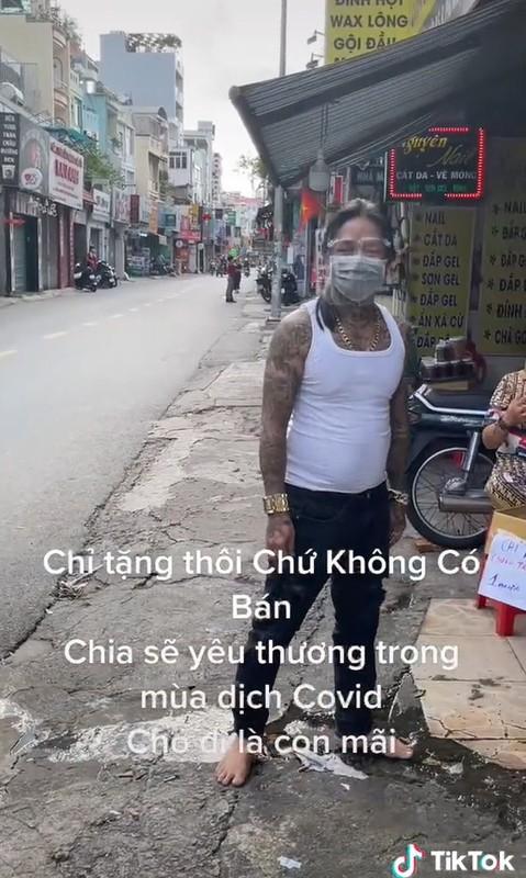 Tinh nguyen vien chong dich xam kin nguoi: Dung xem mat bat hinh dong-Hinh-7