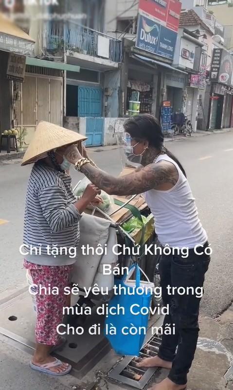 Tinh nguyen vien chong dich xam kin nguoi: Dung xem mat bat hinh dong-Hinh-8
