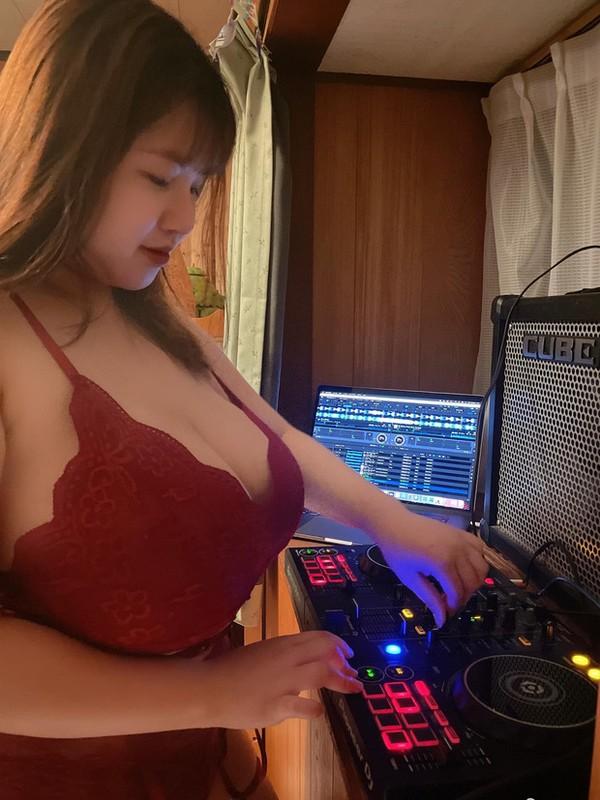 """Livestream thai do thach thuc, """"Hot girl nguc khung"""" Hai Duong gay chuong mat-Hinh-2"""