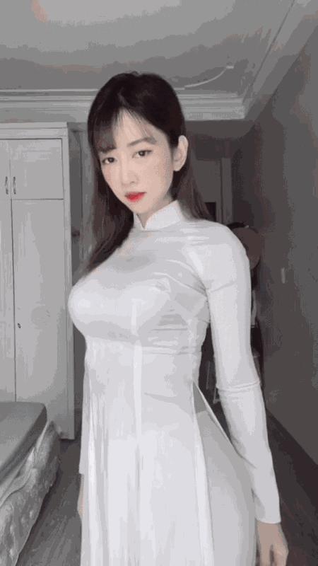 Mac ao dai bo sat nhun nhay, Le Bong lai nhan du chi trich-Hinh-4