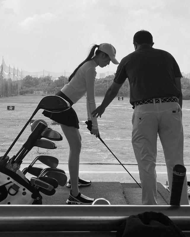 Dang anh choi golf, MC Thanh Thanh Huyen bi netizen