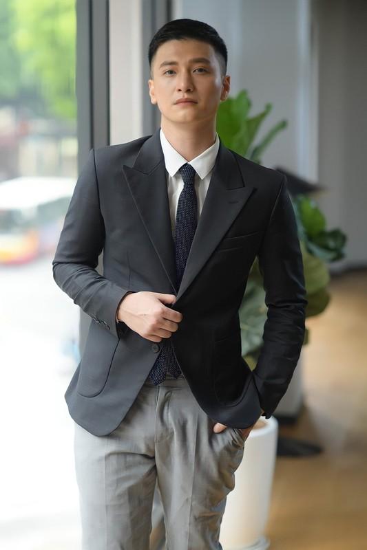 Bay hang thuong gia, Huynh Anh co hanh dong dang xau ho-Hinh-7
