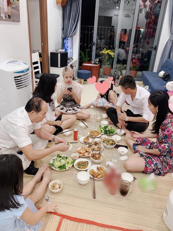 Thuy Tien livestream sao ke, em gai Cong Vinh the hien ro thai do-Hinh-10