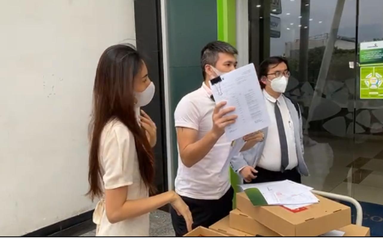 Nguoi dan ong quyen luc lam Cong Vinh phai tat ngay livestream la ai-Hinh-5