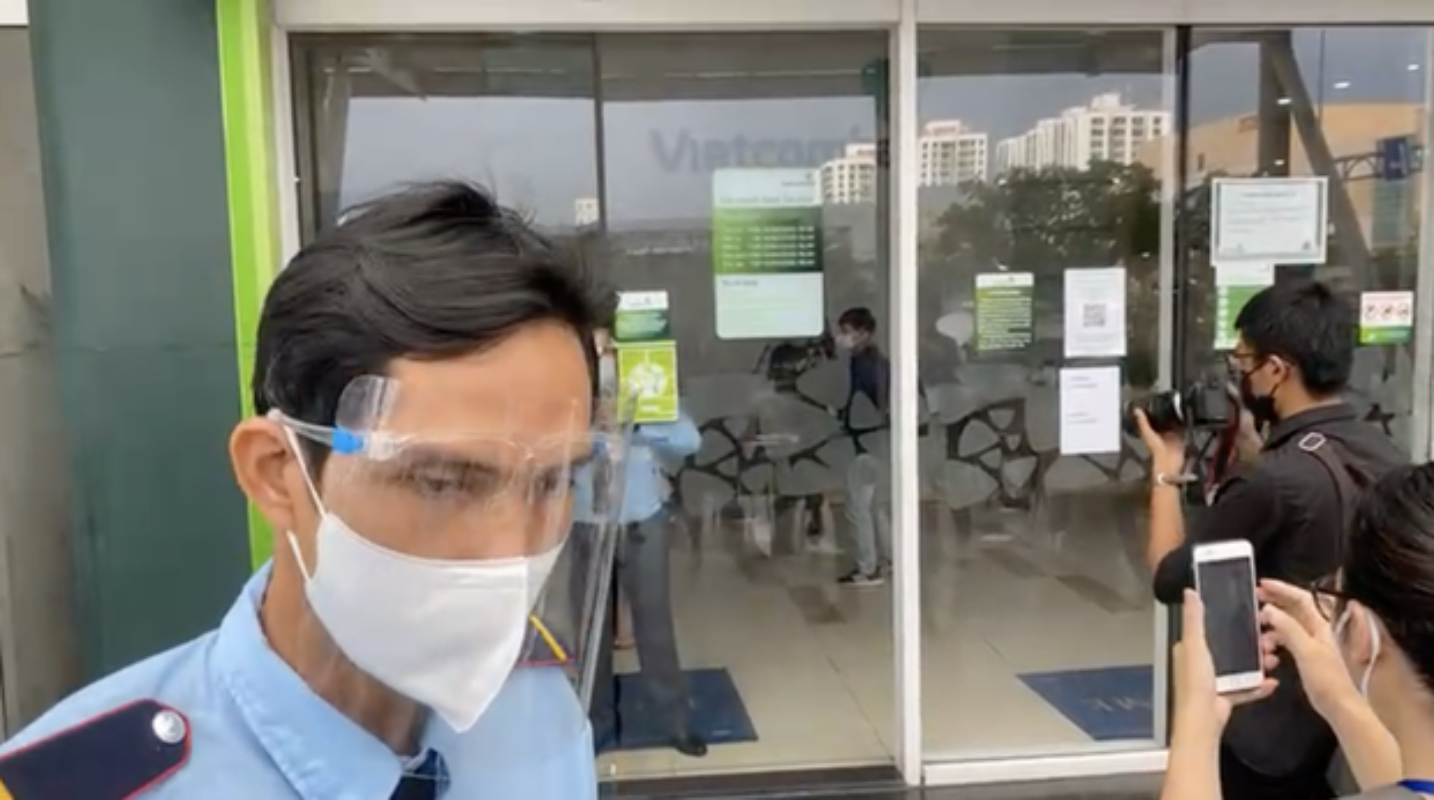 Nguoi dan ong quyen luc lam Cong Vinh phai tat ngay livestream la ai-Hinh-9