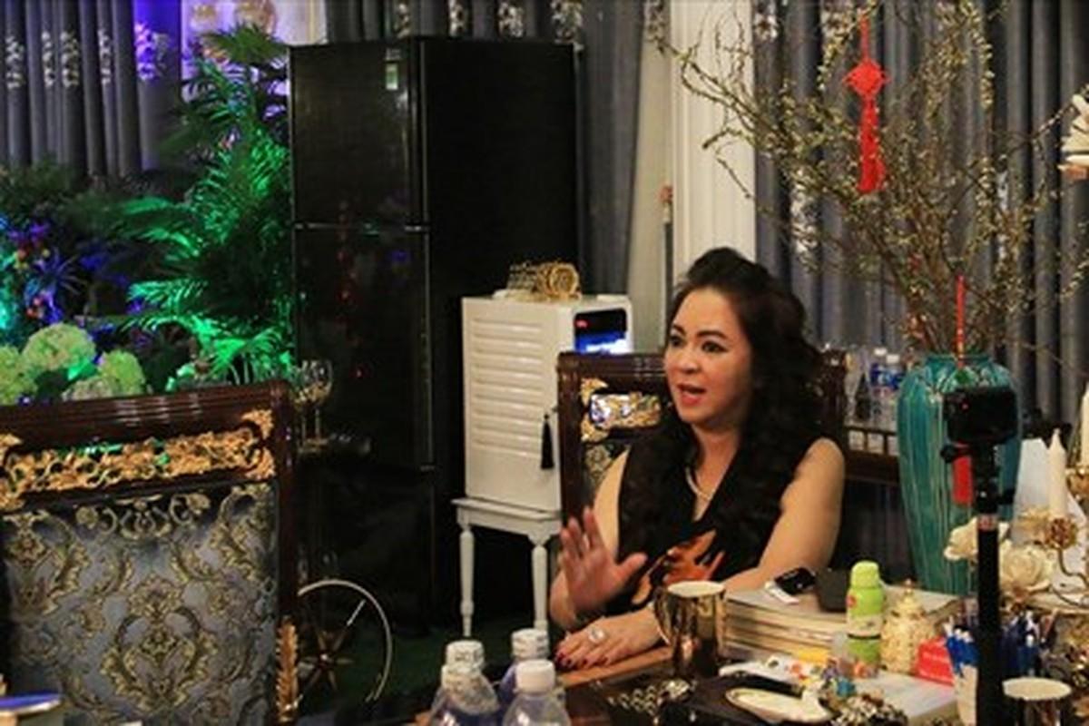 Netizen che background livestream nha ba Phuong Hang nhu tiec cuoi-Hinh-6