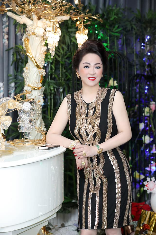 Netizen che background livestream nha ba Phuong Hang nhu tiec cuoi-Hinh-9