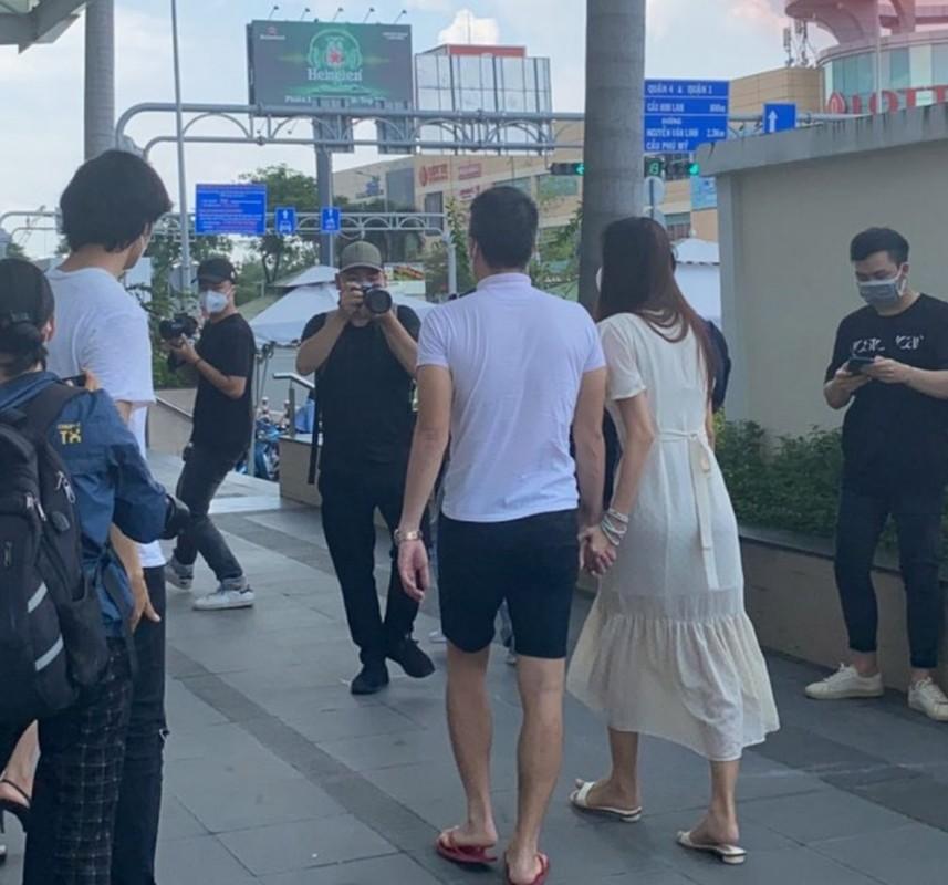Hanh dong nho voi Thuy Tien, Cong Vinh duoc netizen khen het loi-Hinh-2
