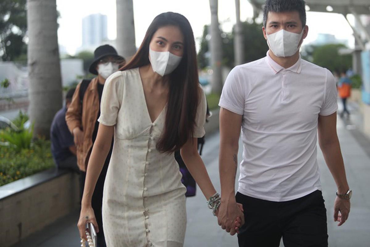 Hanh dong nho voi Thuy Tien, Cong Vinh duoc netizen khen het loi