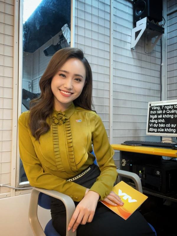 Tranh thu Ha Noi noi long, MC thoi tiet VTV lam dam hoi gap-Hinh-2