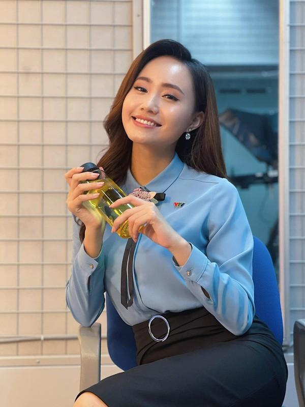 Tranh thu Ha Noi noi long, MC thoi tiet VTV lam dam hoi gap-Hinh-3