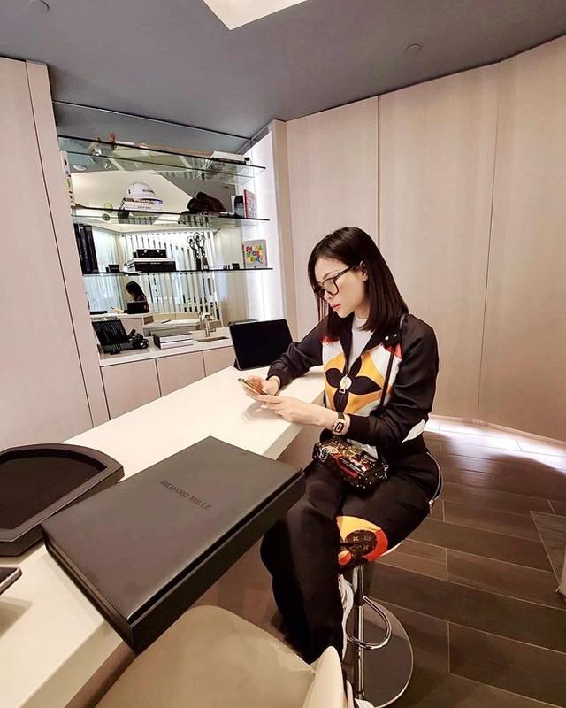 Hoang hon voi mot lan shopping tui cua con dau ty phu Hoang Kieu-Hinh-8