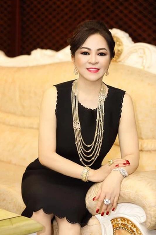 Cu duoc khen dieu nay, ba Phuong Hang