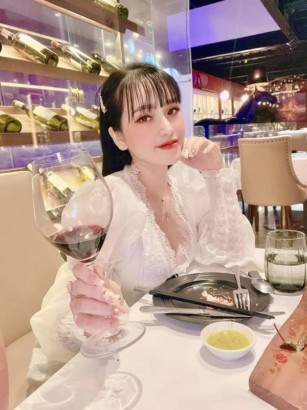 Lo cuoc song sang chanh cua loat hot girl mang vuong vong lao ly-Hinh-3