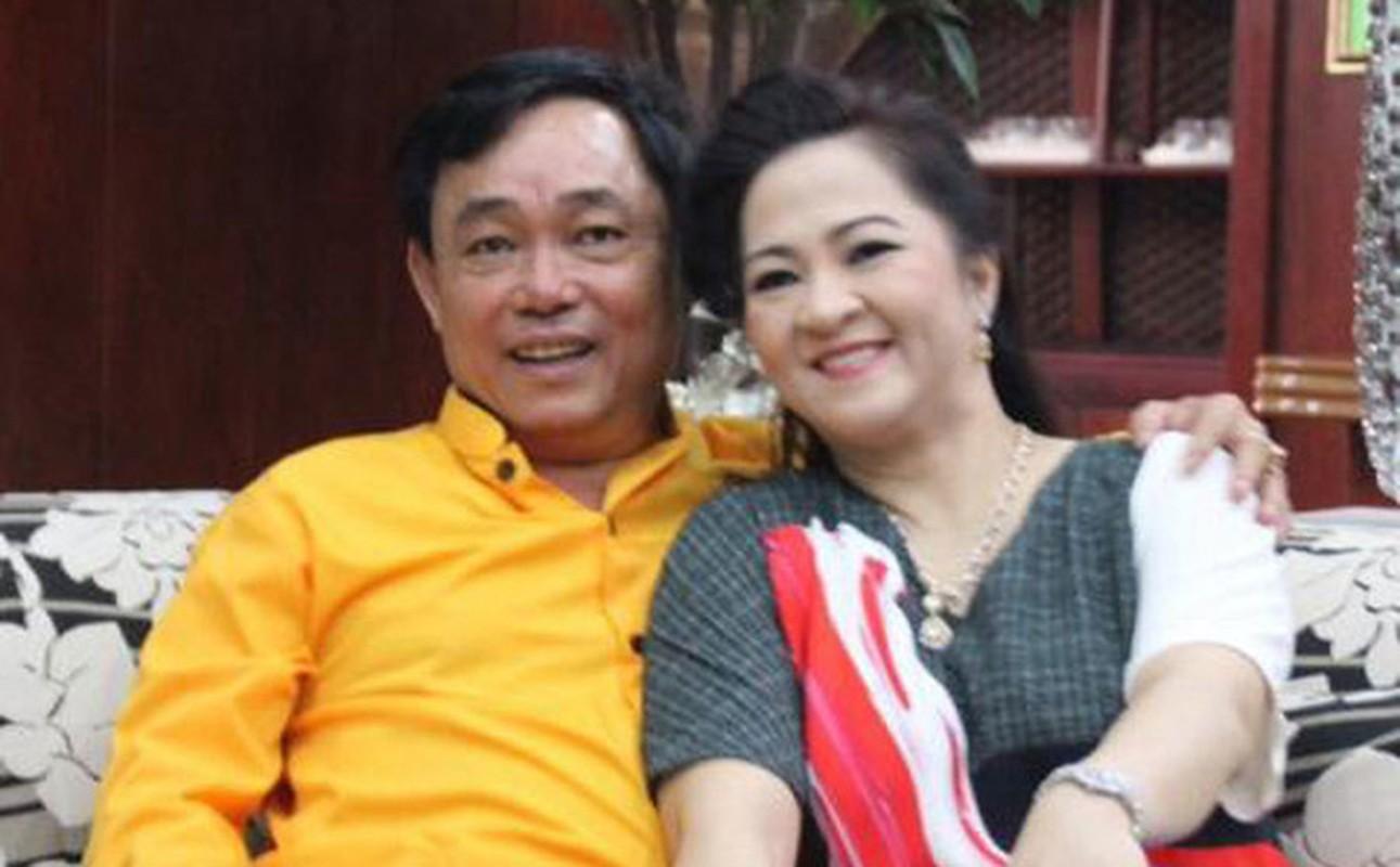 Netizen to mo cach doi xu voi con rieng cua chong ba Phuong Hang-Hinh-4